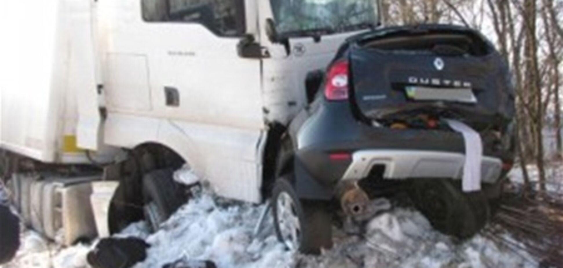 Турецька вантажівка зіткнулася з позашляховиком на Хмельниччині: 6 загиблих