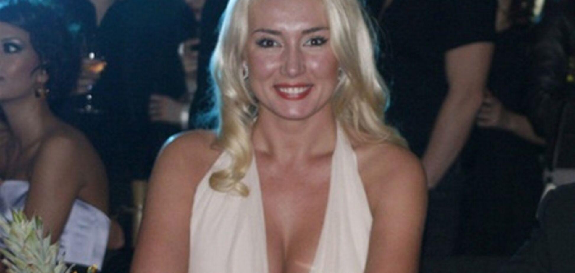 Розинская пойдет под венец в платье за 14 тыс. грн