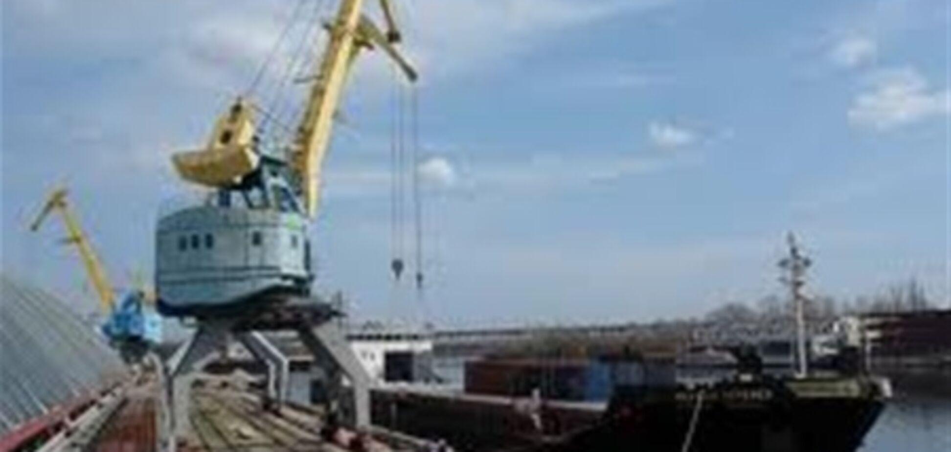Співробітники Київського річпорту попалися на незаконному продажі баржі