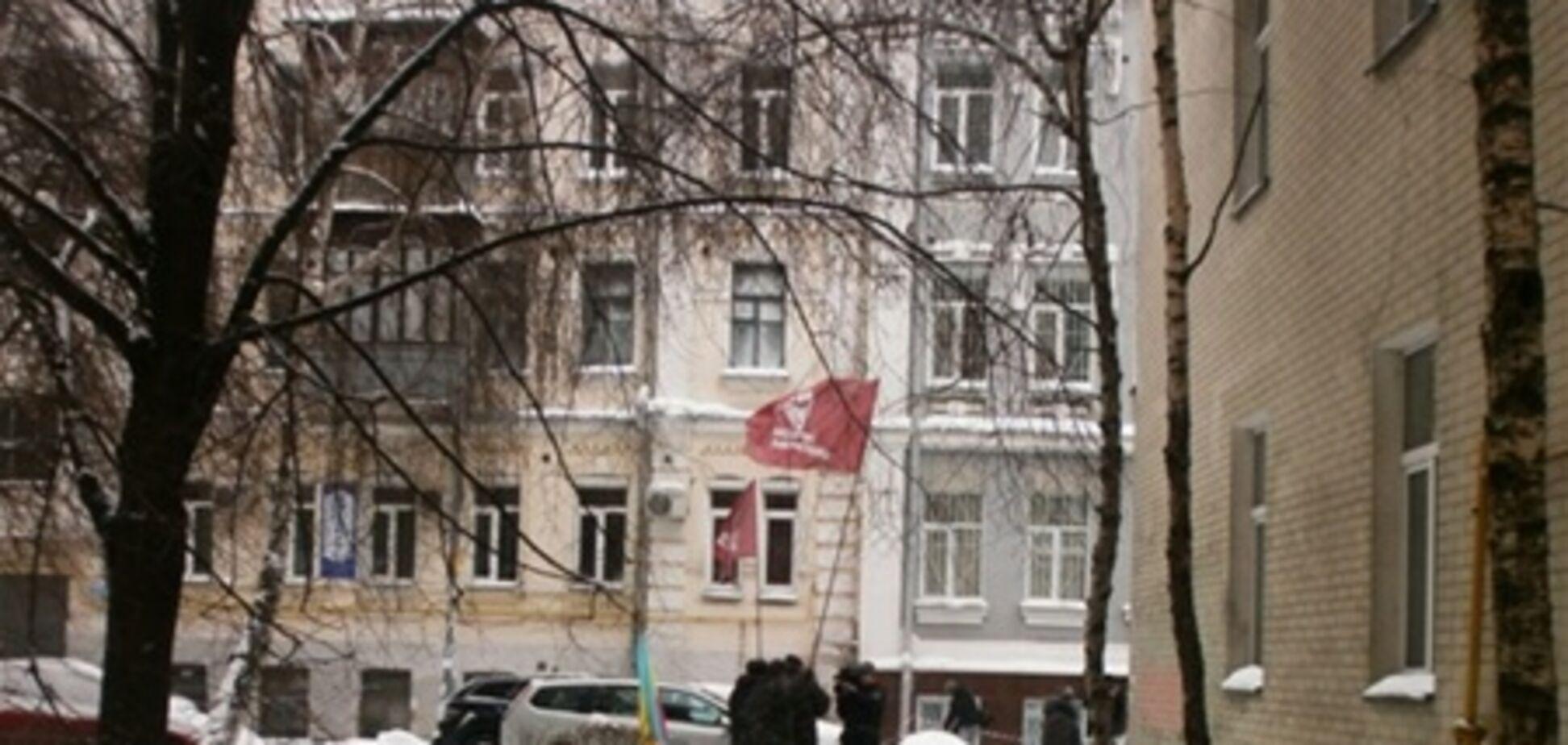 В защиту Луценко пришло... трое митингующих. Фото