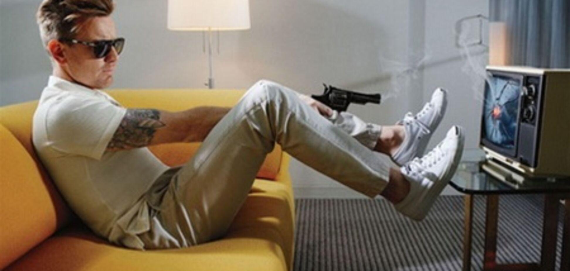 Красавчик МакГрегор с хаером и пистолетом