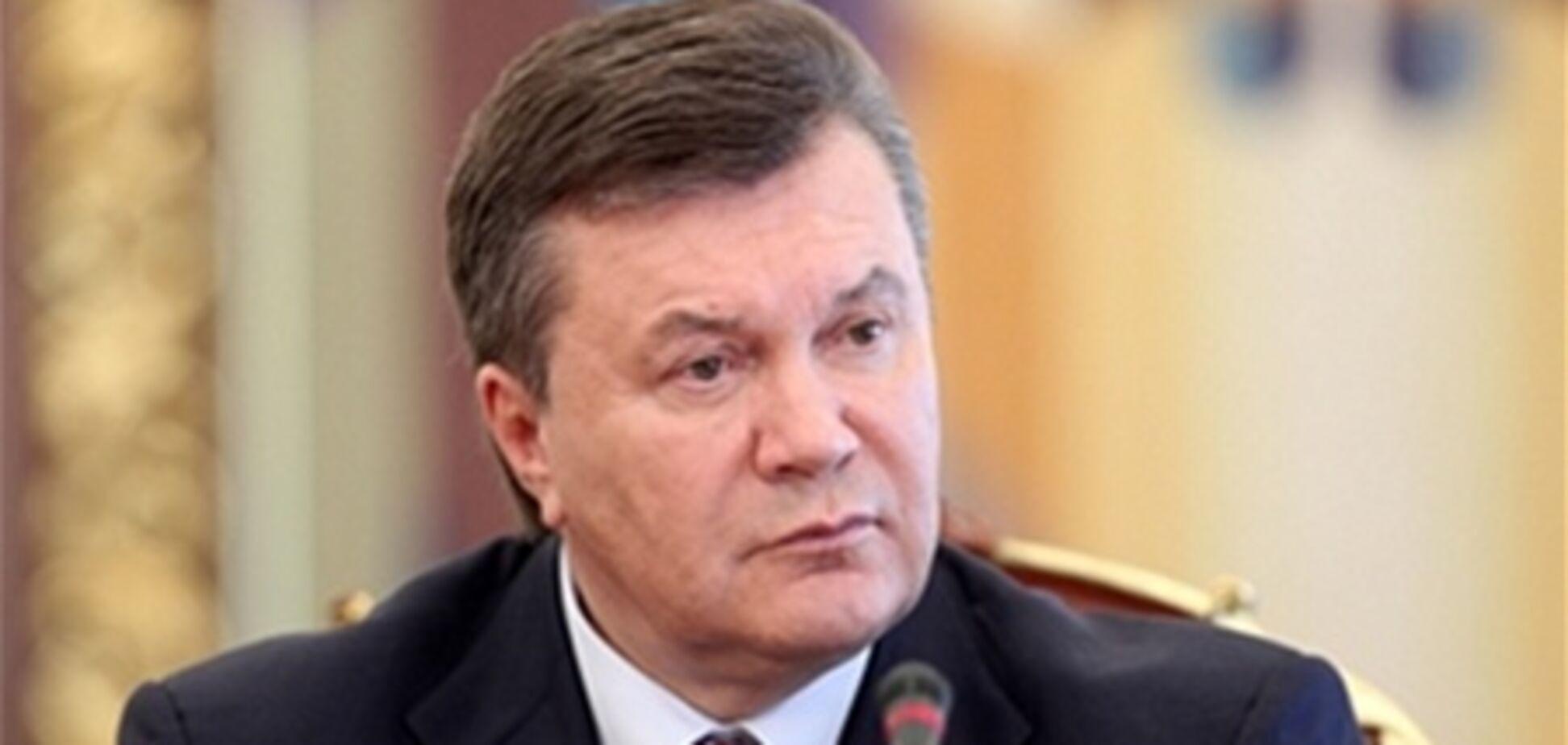 Янукович губернаторам: вы ждете, пока петух в одно место не клюнет?