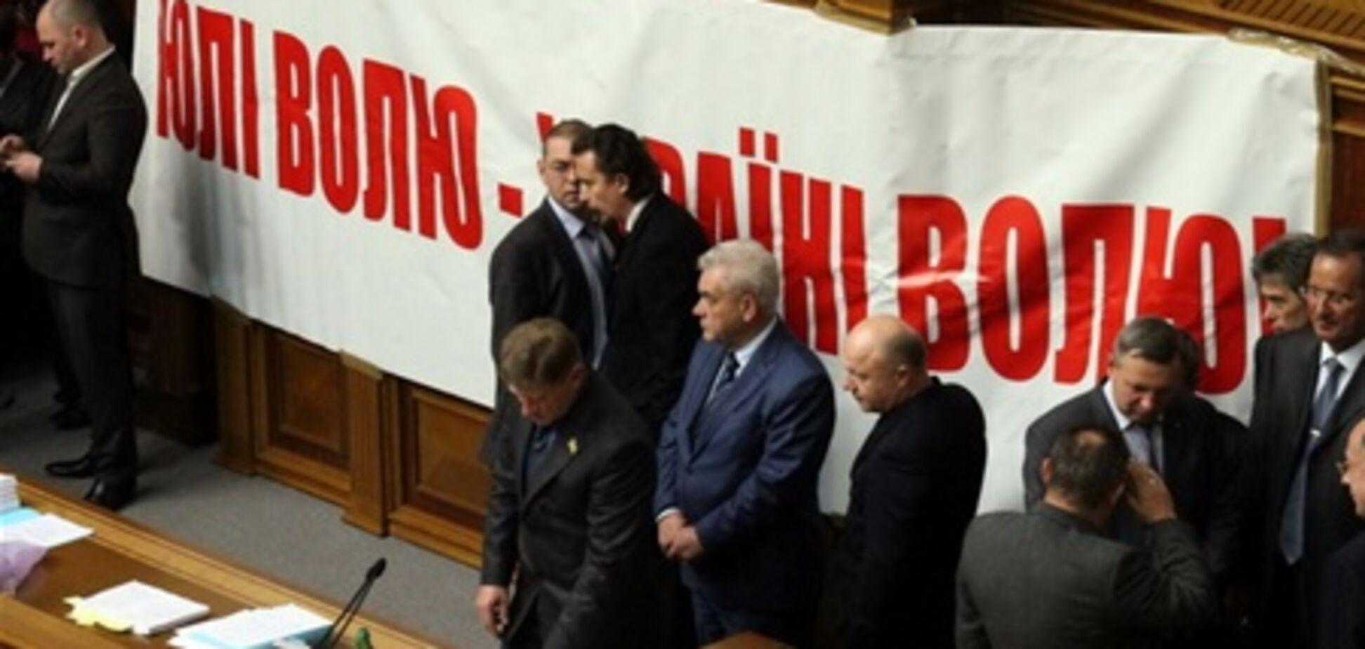 БЮТ установил на ноутбуке Мартынюка заставку с Тимошенко