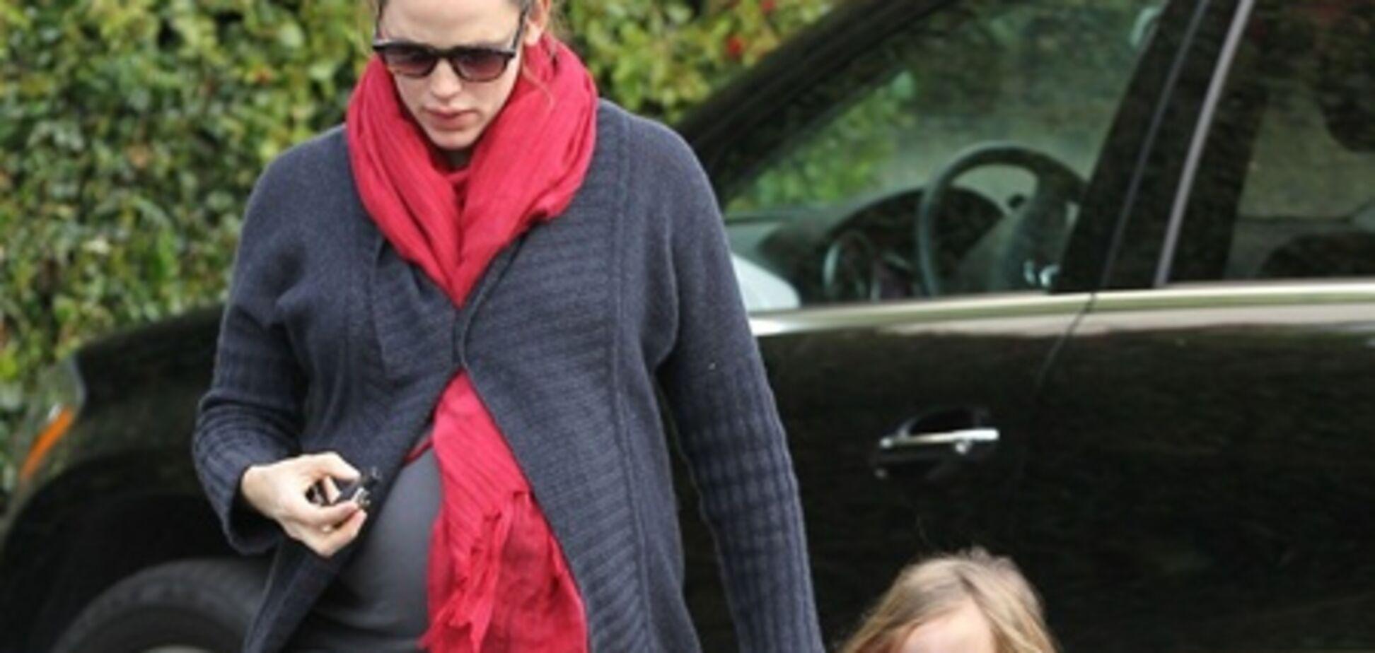 Дженнифер Гарнер идет на завтрак с дочерью. Фото