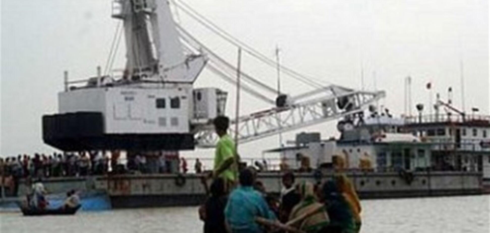 У Бангладеш затонув пором: на борту було 200 людей