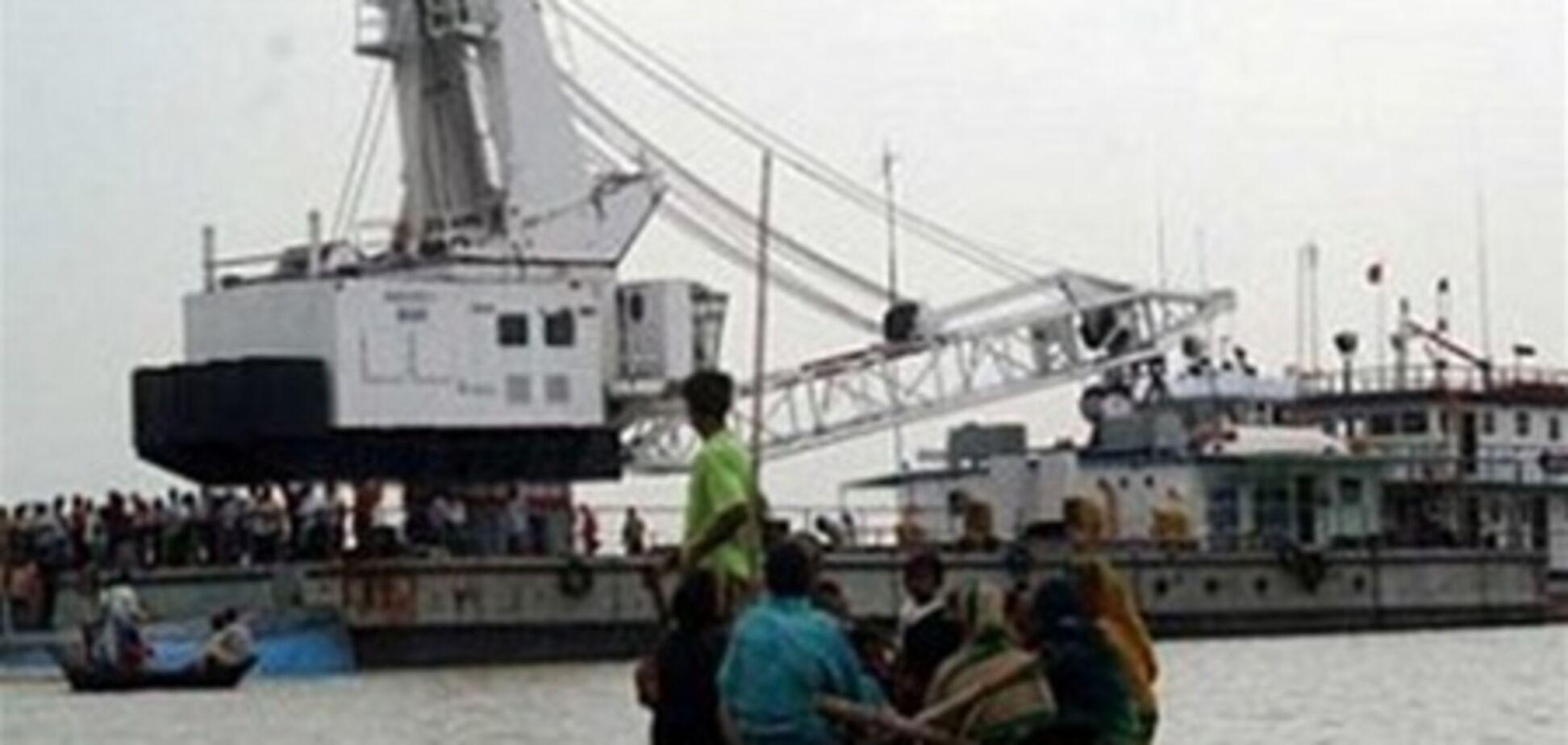 На поромі в Бангладеш загинуло 64 людини