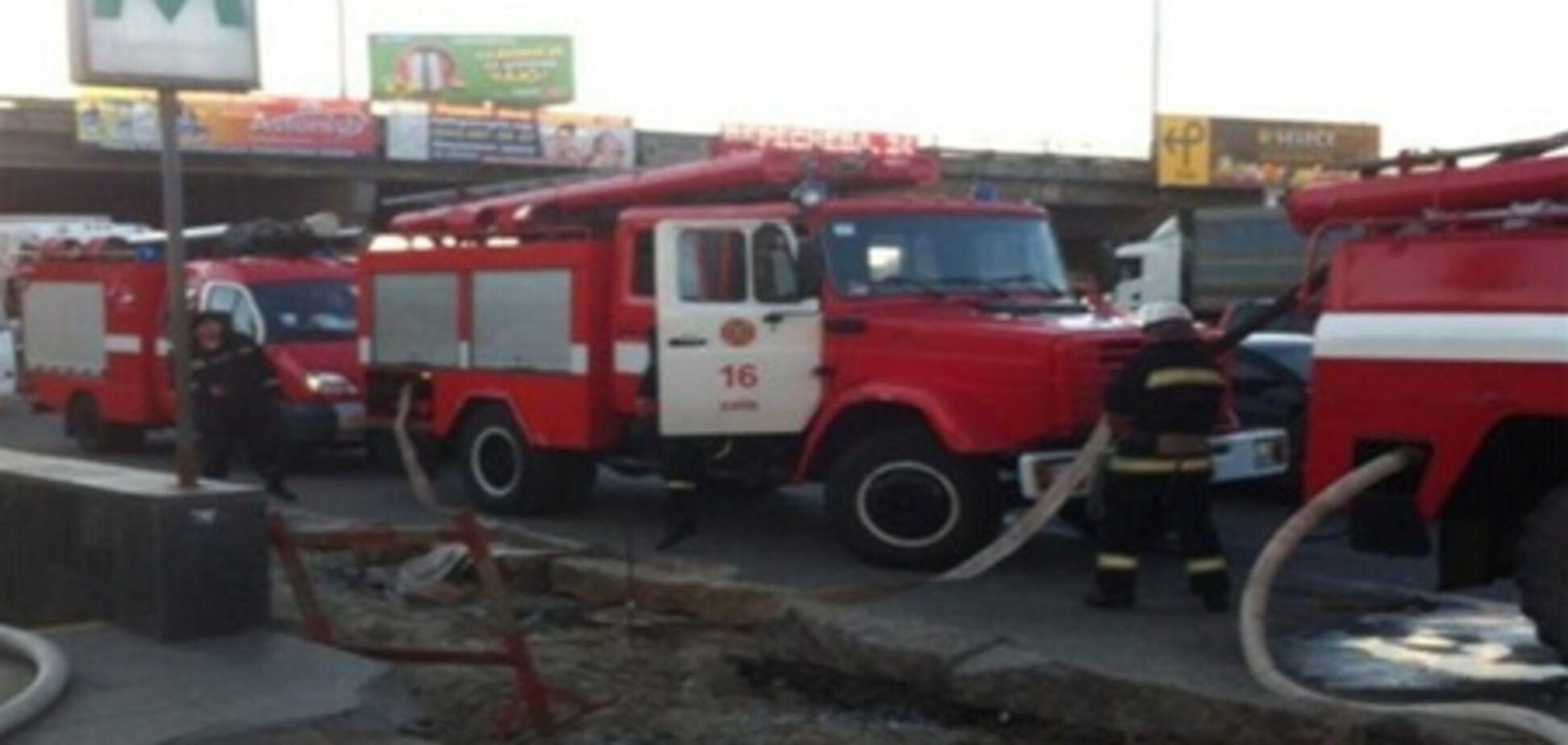 В Киеве горит станция  метро 'Осокорки'