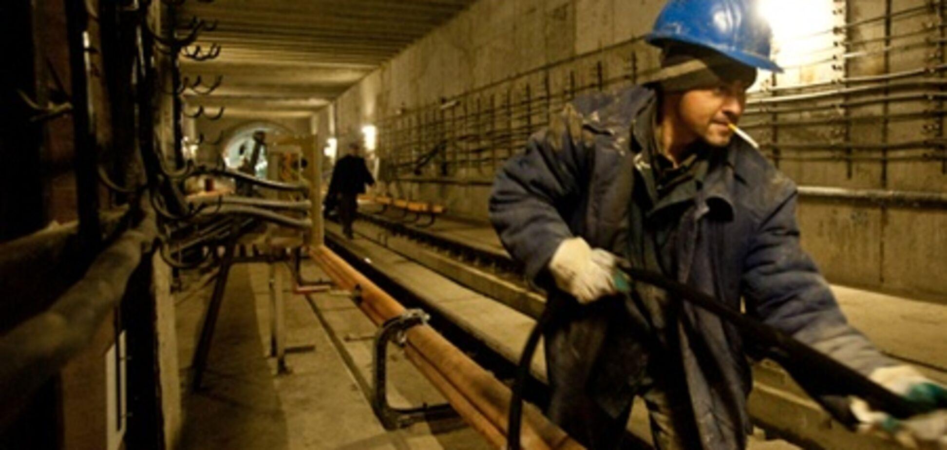 Станции метро 'Славутич' и 'Позняки' открыли