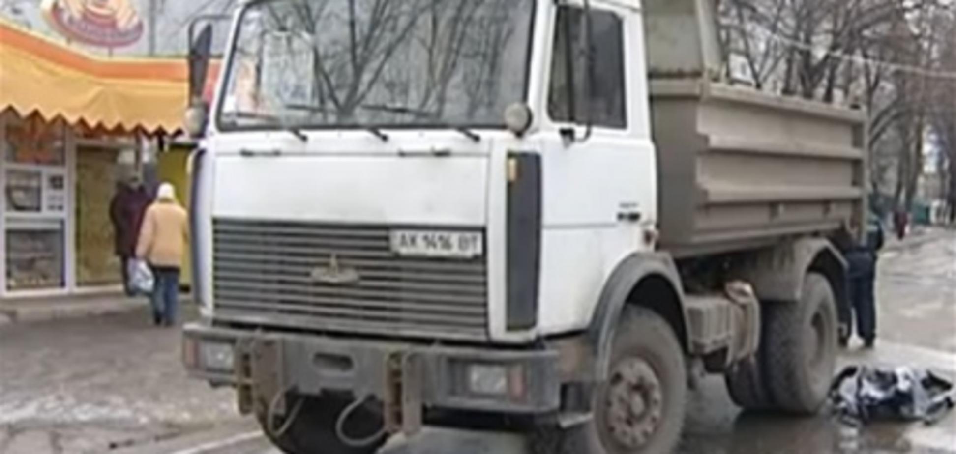 В Харькове МАЗ задавил девушку. Видео