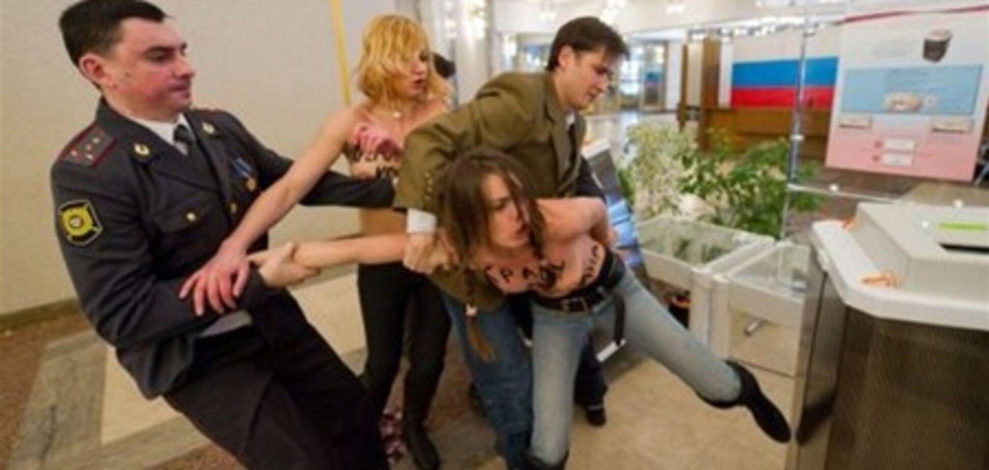 Россия выдворила еще одну активистку FEMEN