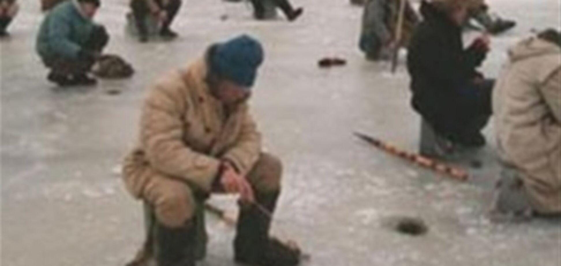 МЧС спасло 36 рыбаков с оторвавшейся льдины в Азовском море