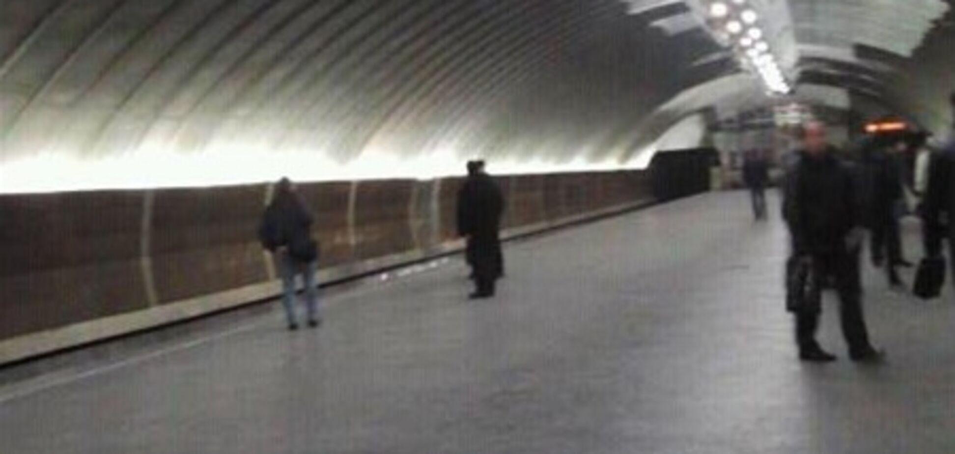 Станцию 'Осокорки' отремонтировали за одну ночь. Фото