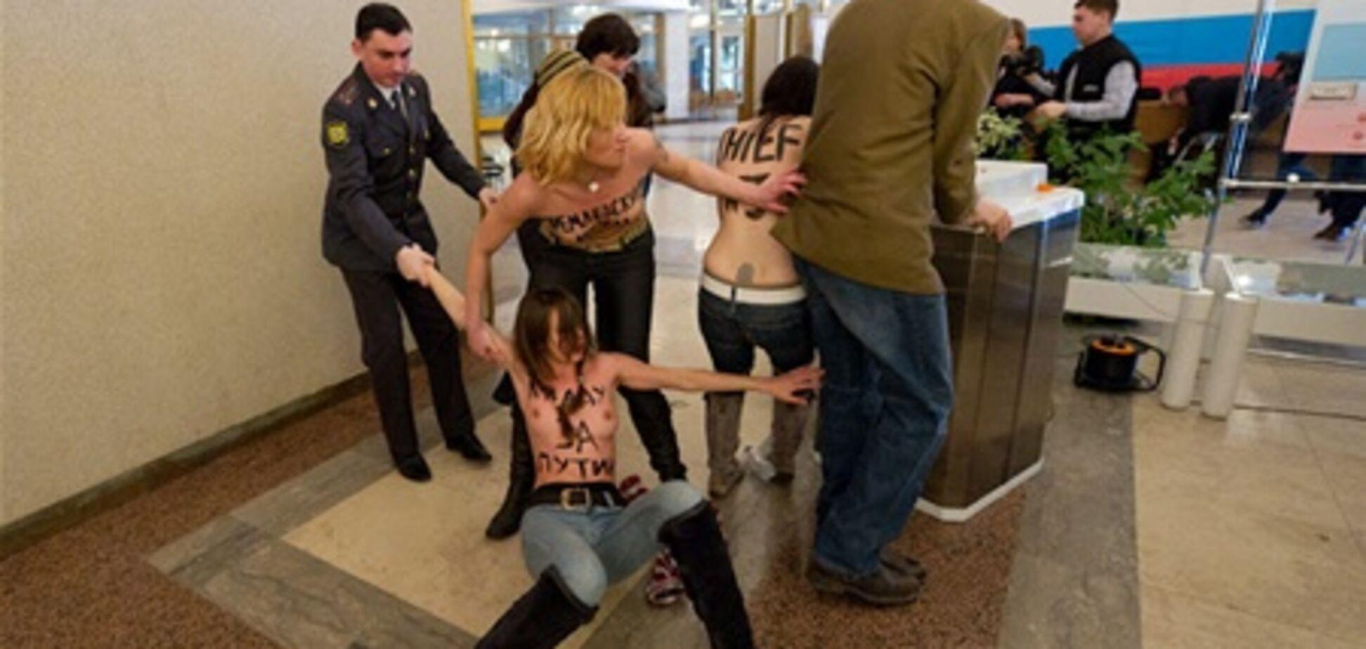 Последнюю активистку FEMEN депортировали из России