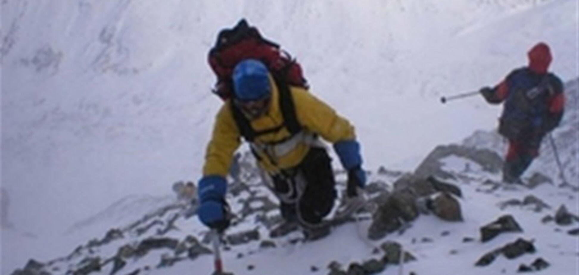 На Эльбрусе спасатели ищут троих альпинистов
