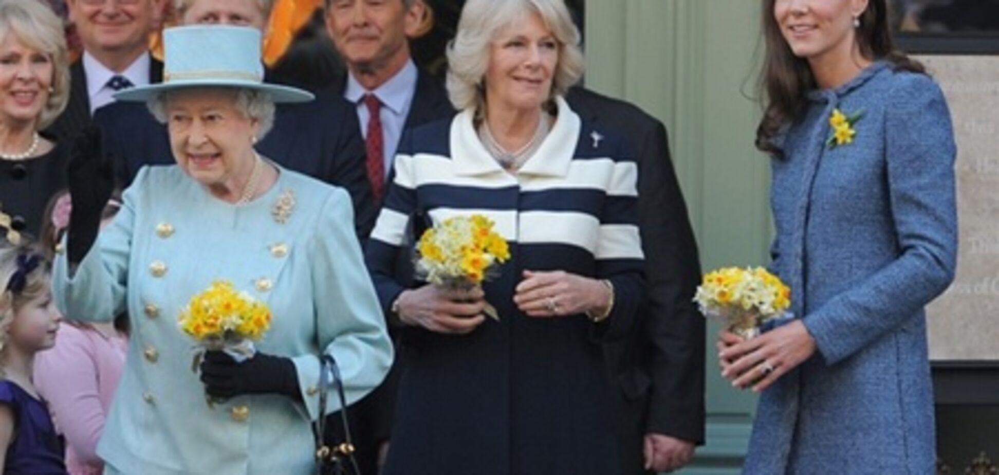 Елизавета II наведались в Fortnum & Mason. Фото
