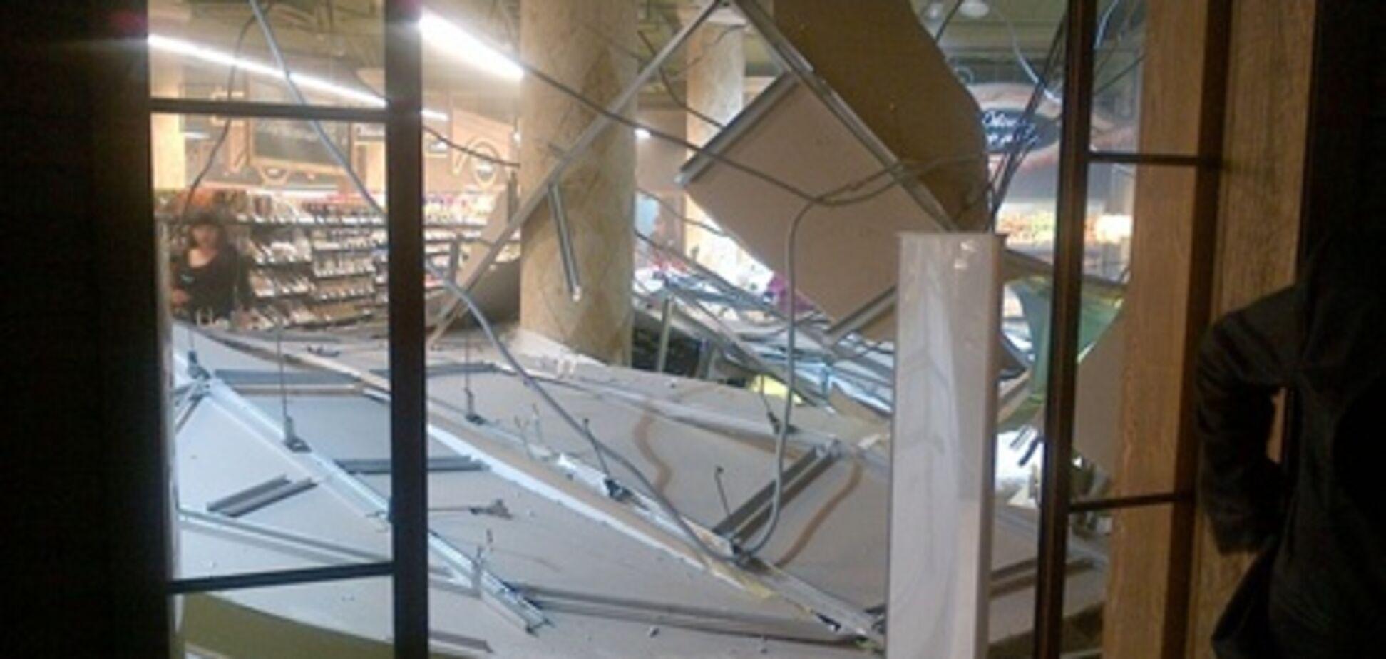 В супермаркете Одессы обвалился потолок. Фото