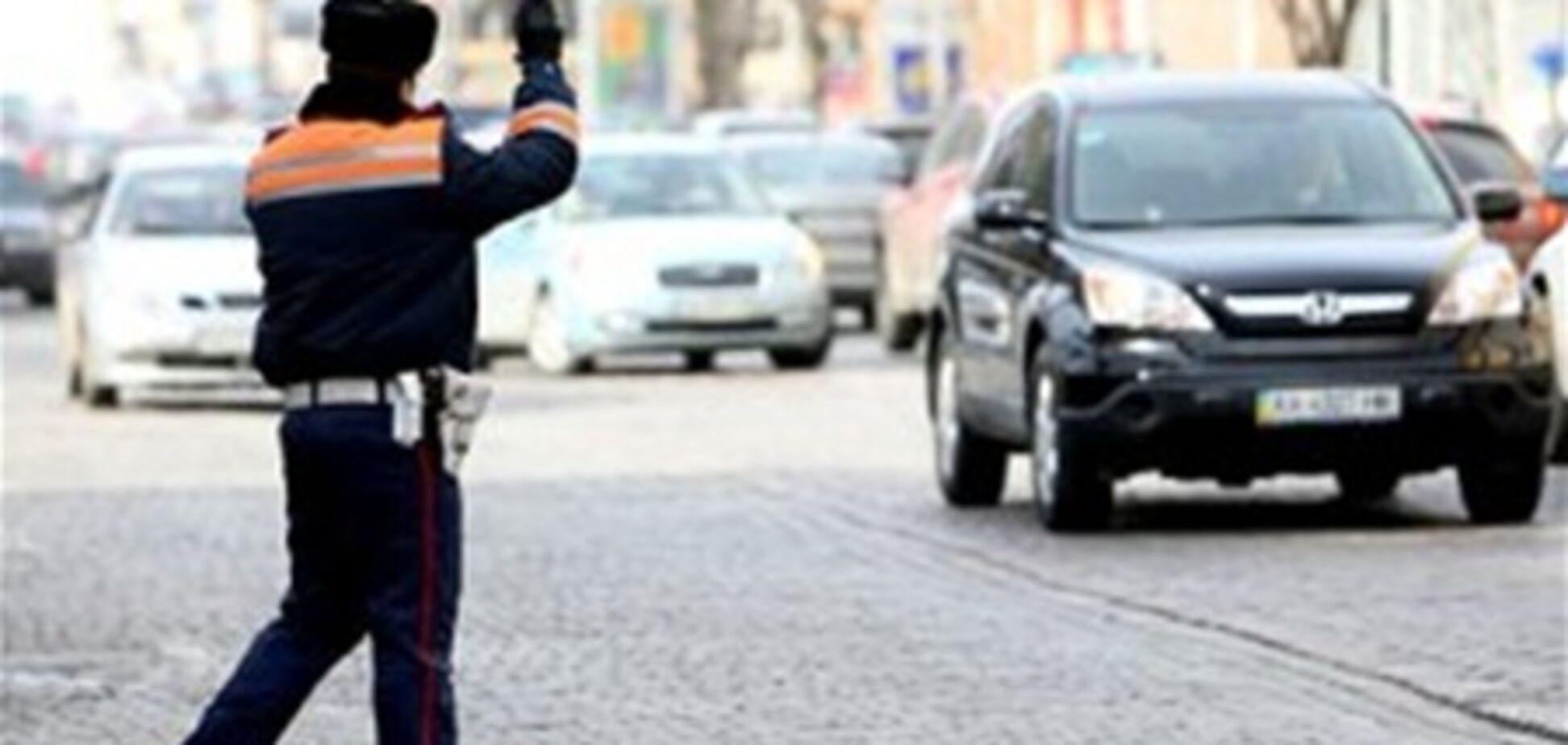 Киевского гаишника задержали на взятке в $1400