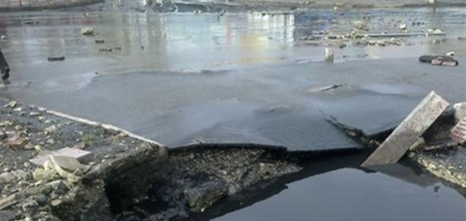 Луганск залило фекалиями. Видео