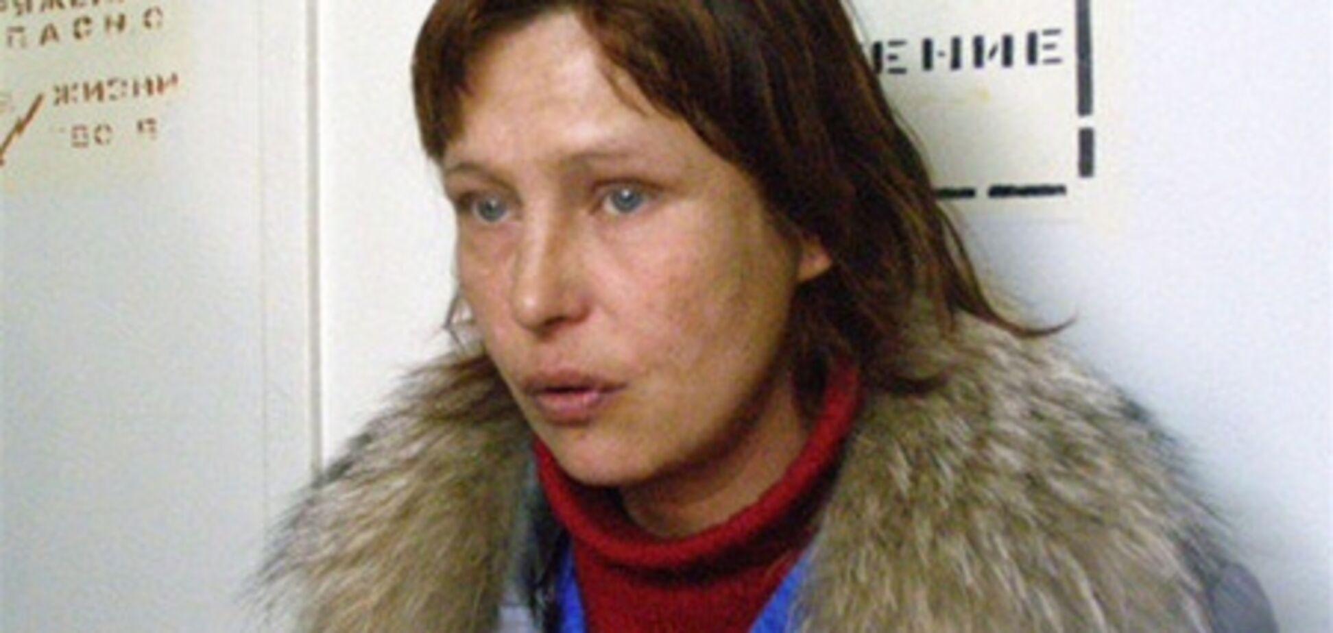 Мать Оксаны Макар тратит деньги не на лечение дочери?
