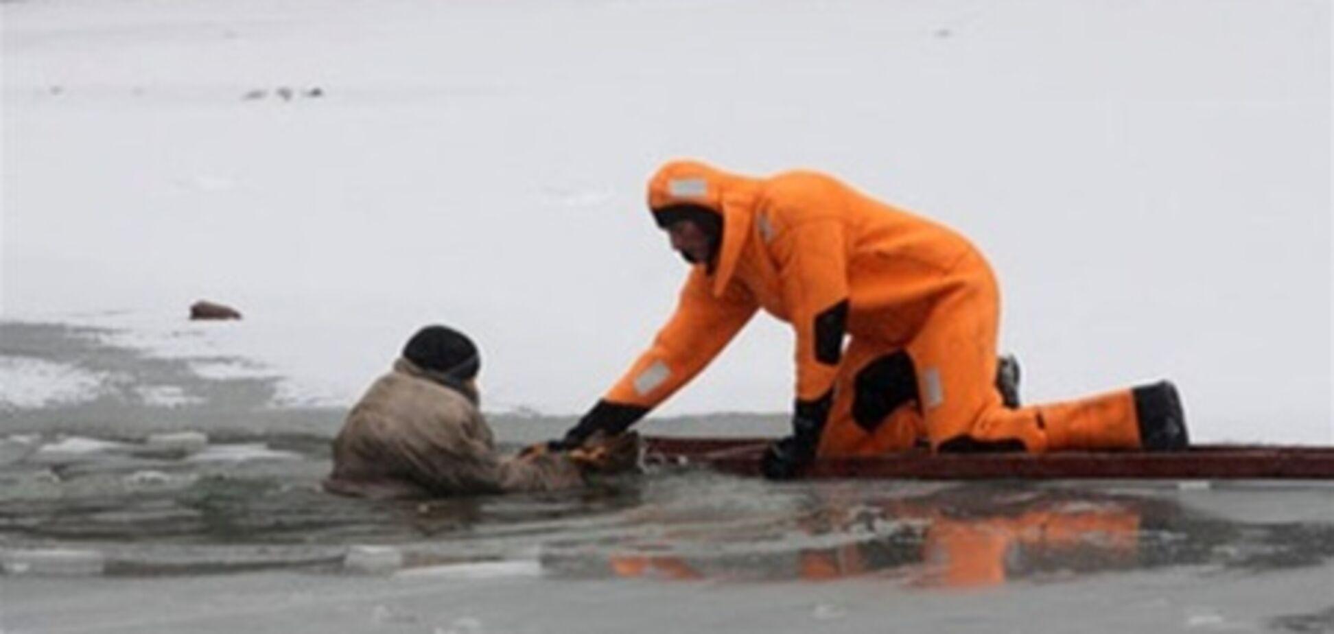 Спасатели МЧС спасли 13 рыбаков на Каховском водохранилище