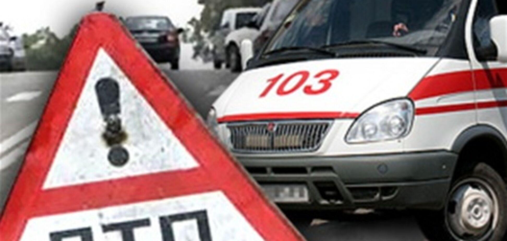 В Киеве молодая женщина попала под колеса троллейбуса