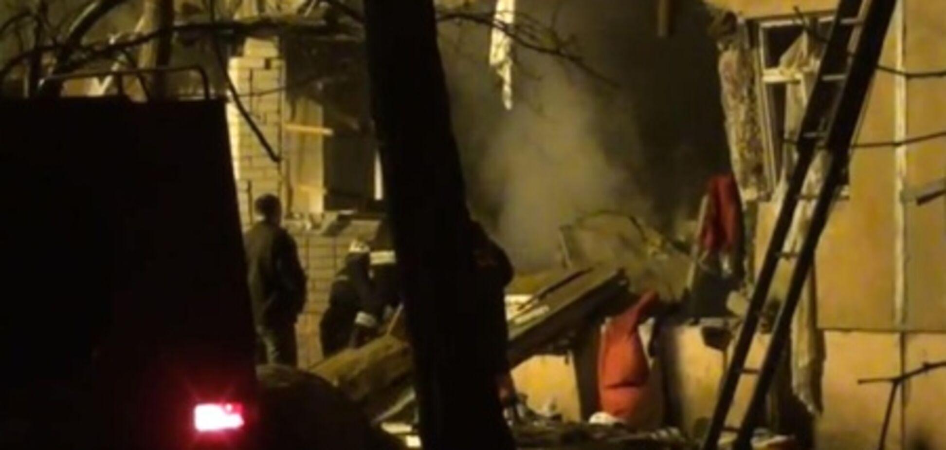 Жители взорвавшегося дома ищут в руинах свои вещи