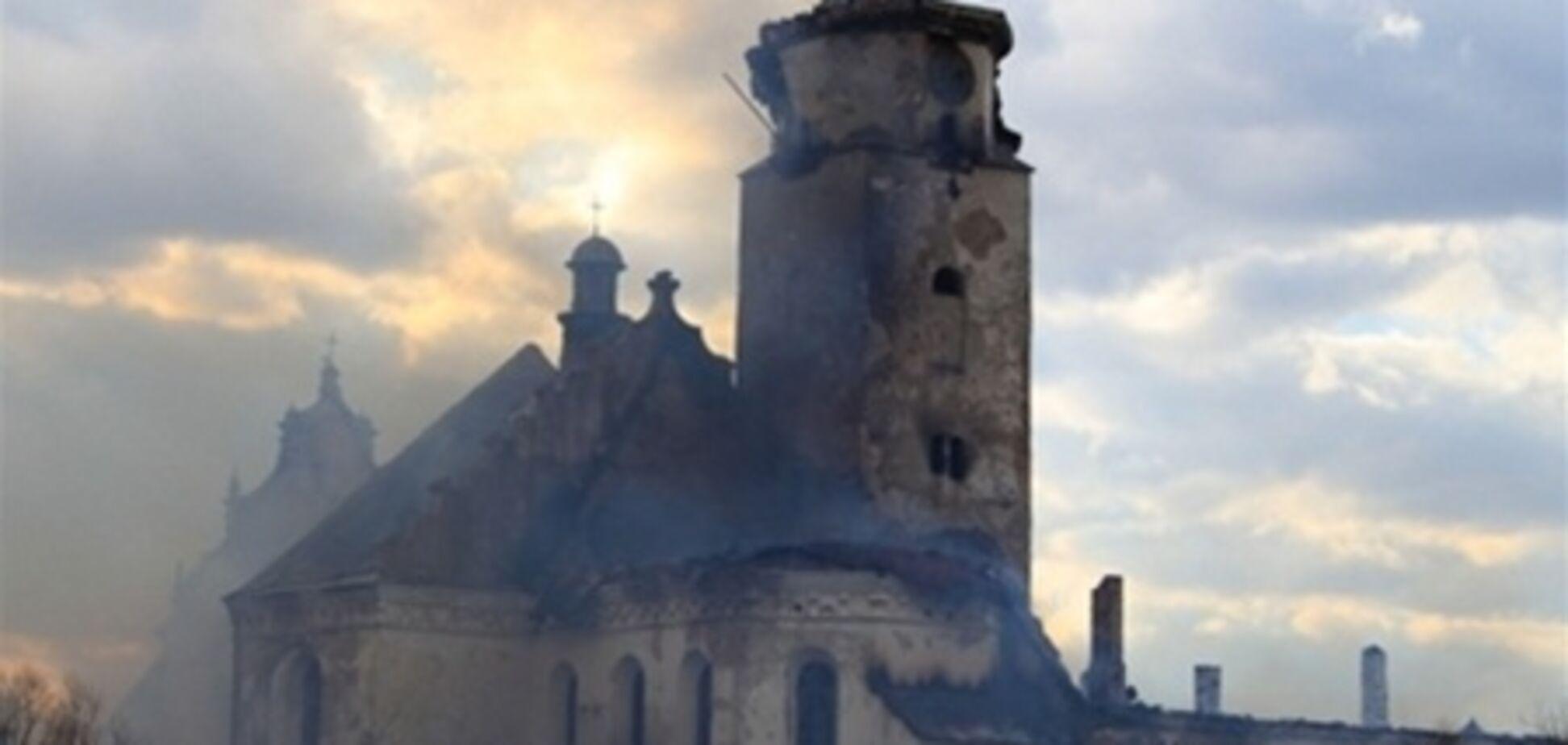 В Сокальской колонии сгорел древний монастырь и камеры пожизненников. Видео