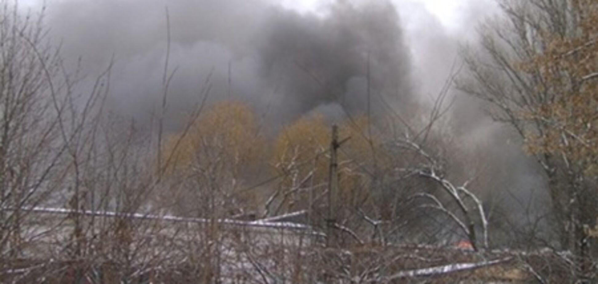 Пожар на Крюковском заводе тушат 40 человек