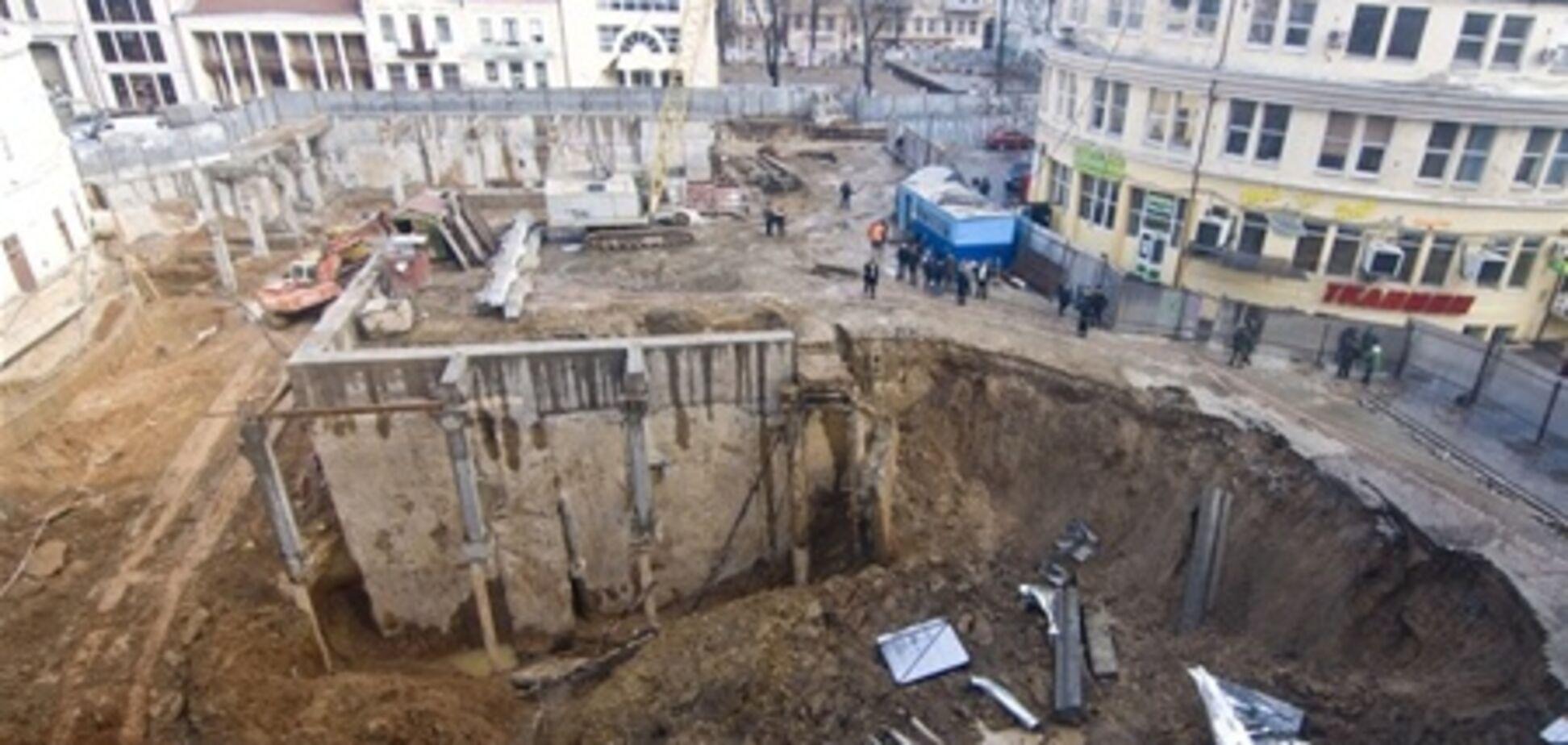 В Одесі вирішили засипати завалився паркінг