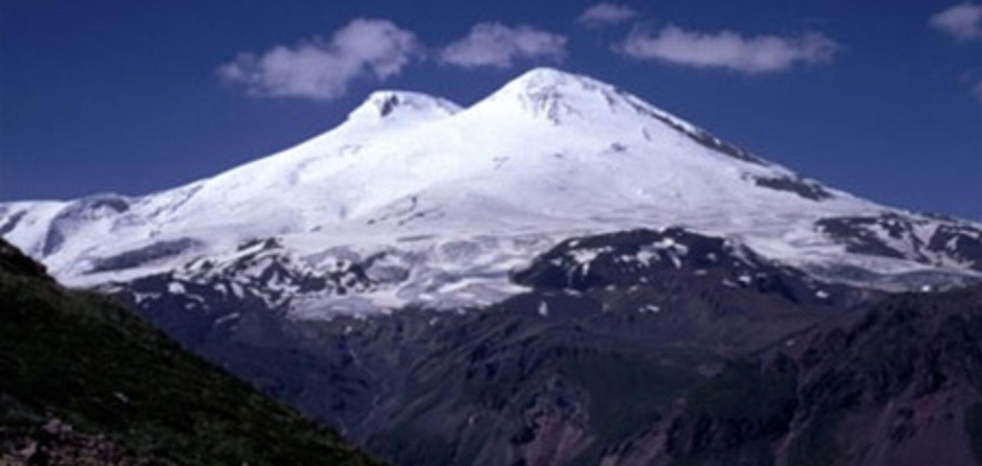 Спасатели продолжают поиски третьего альпиниста, пропавшего на Эльбрусе