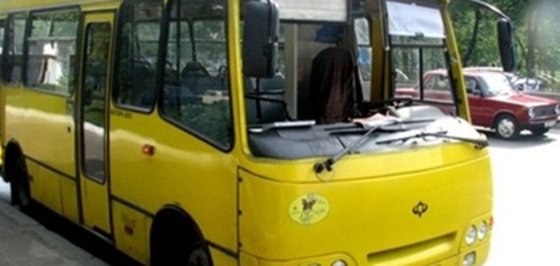 В Одессе сгорела маршрутка, водитель госпитализирован. Видео