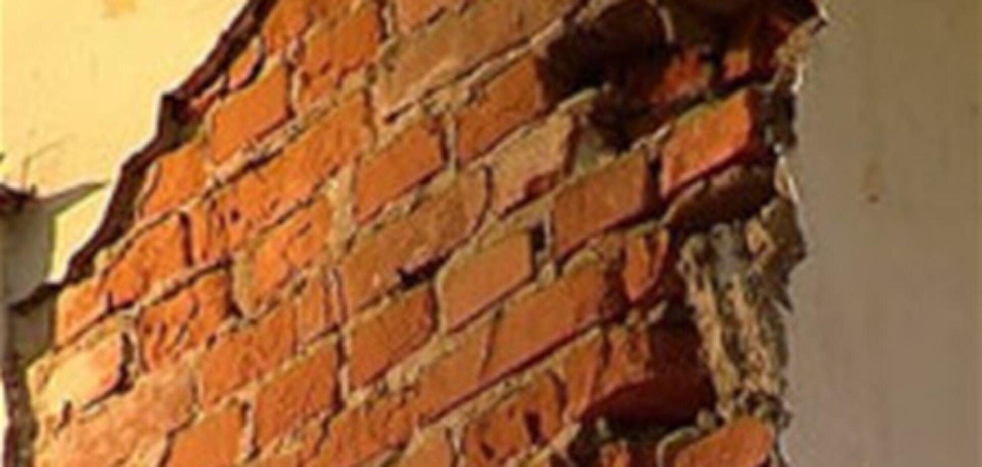 На Ривненщине обвалившаяся стена заживо похоронила двух девочек