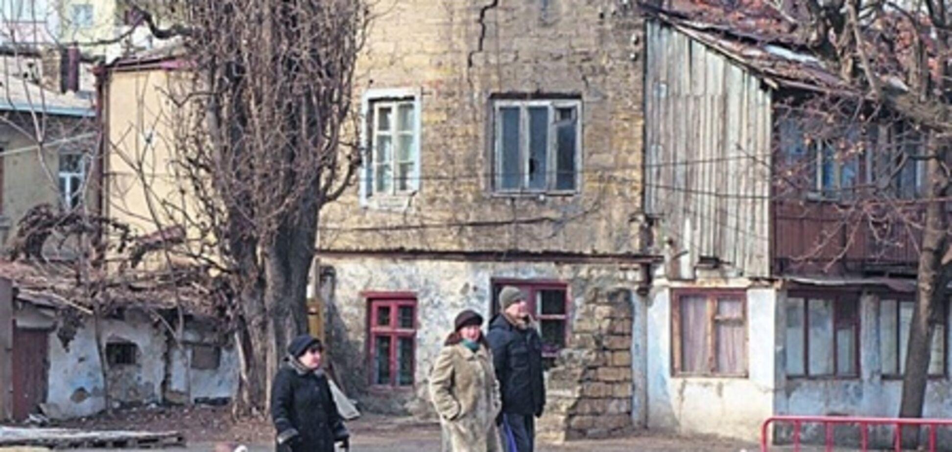 В Одессе  обвалилась кровля жилого дома, жители эвакуированы