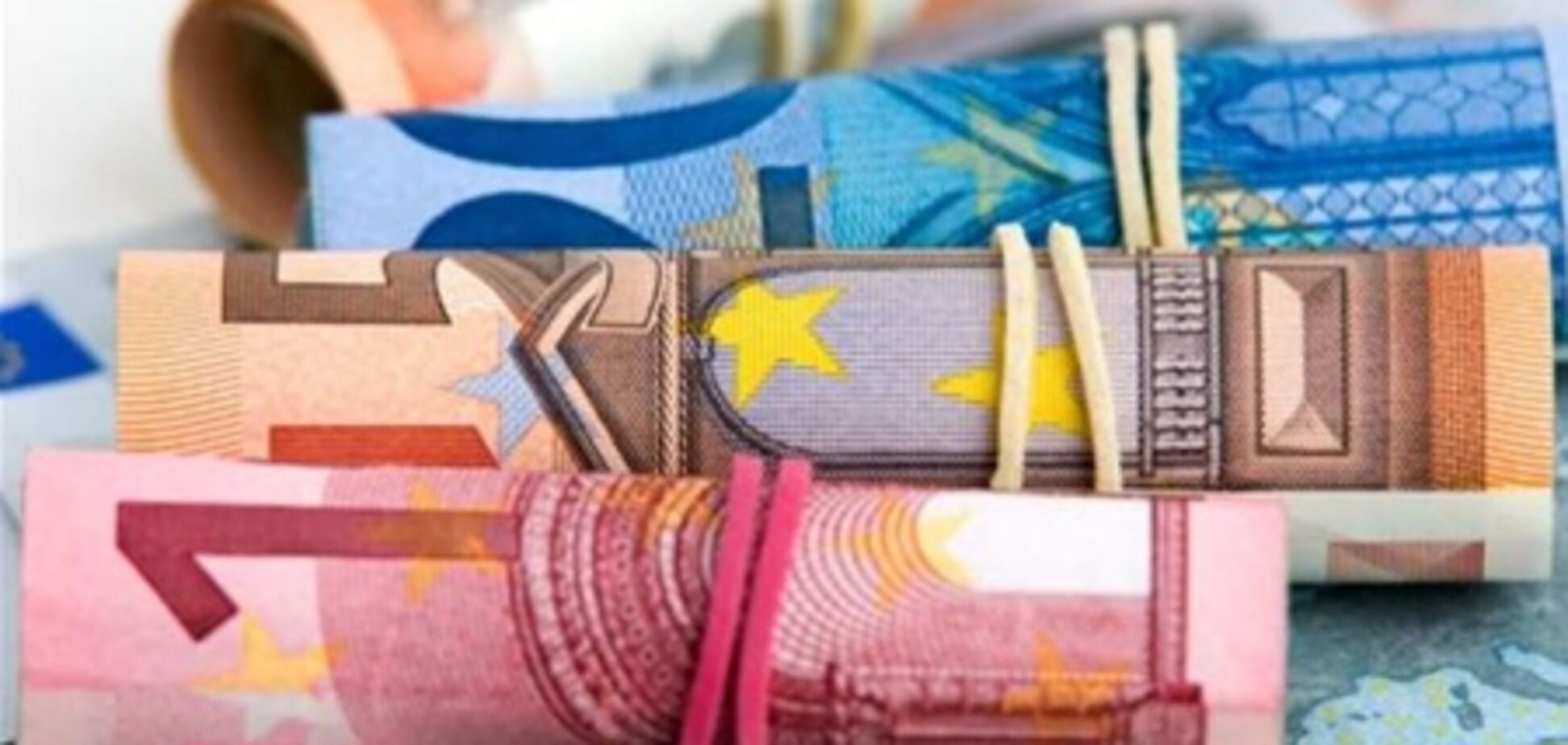 Евро незначительно подорожал