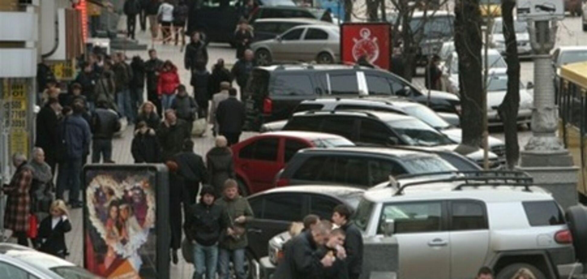 В центре Киева запретили парковаться на тротуарах