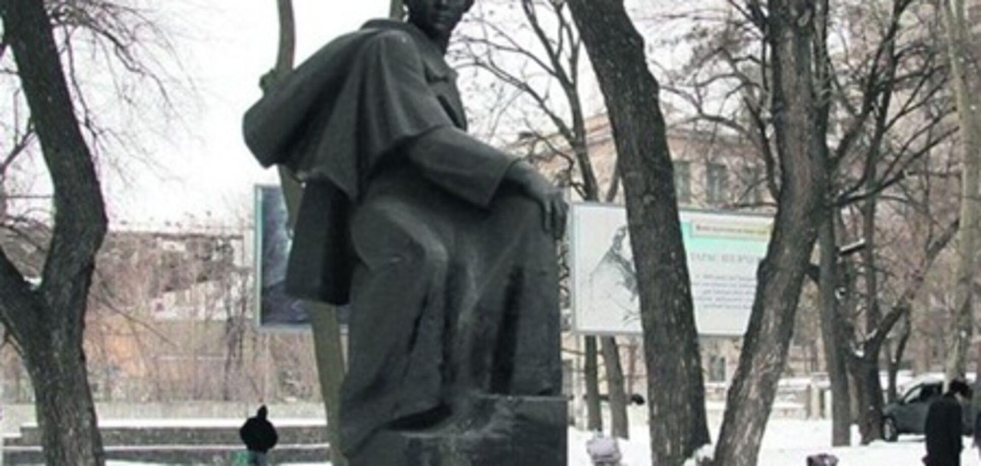 У Дніпропетровську вандали пошкодили пам'ятник Шевченку