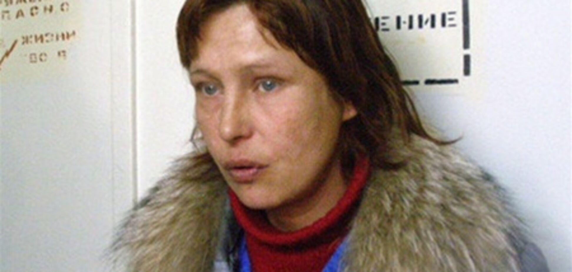 Мать Оксаны Макар передала деньги Саше Поповой