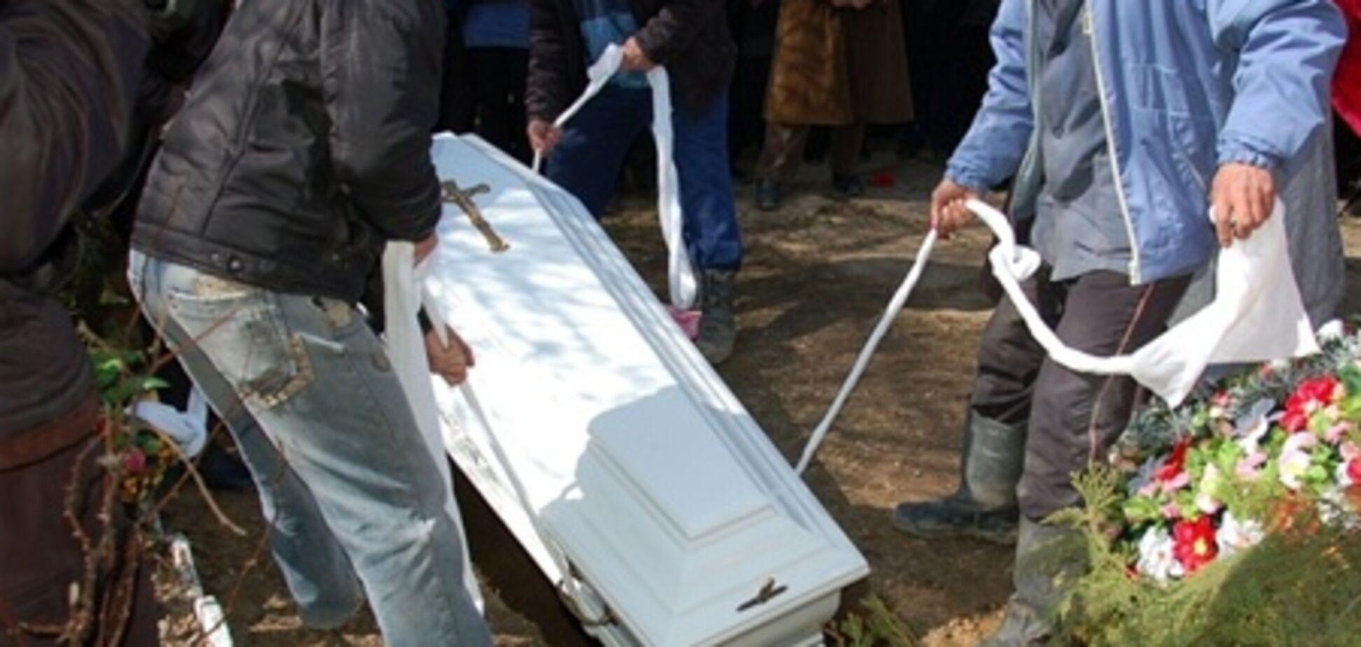 Оксану Макар хотели похоронить на поле среди мусора