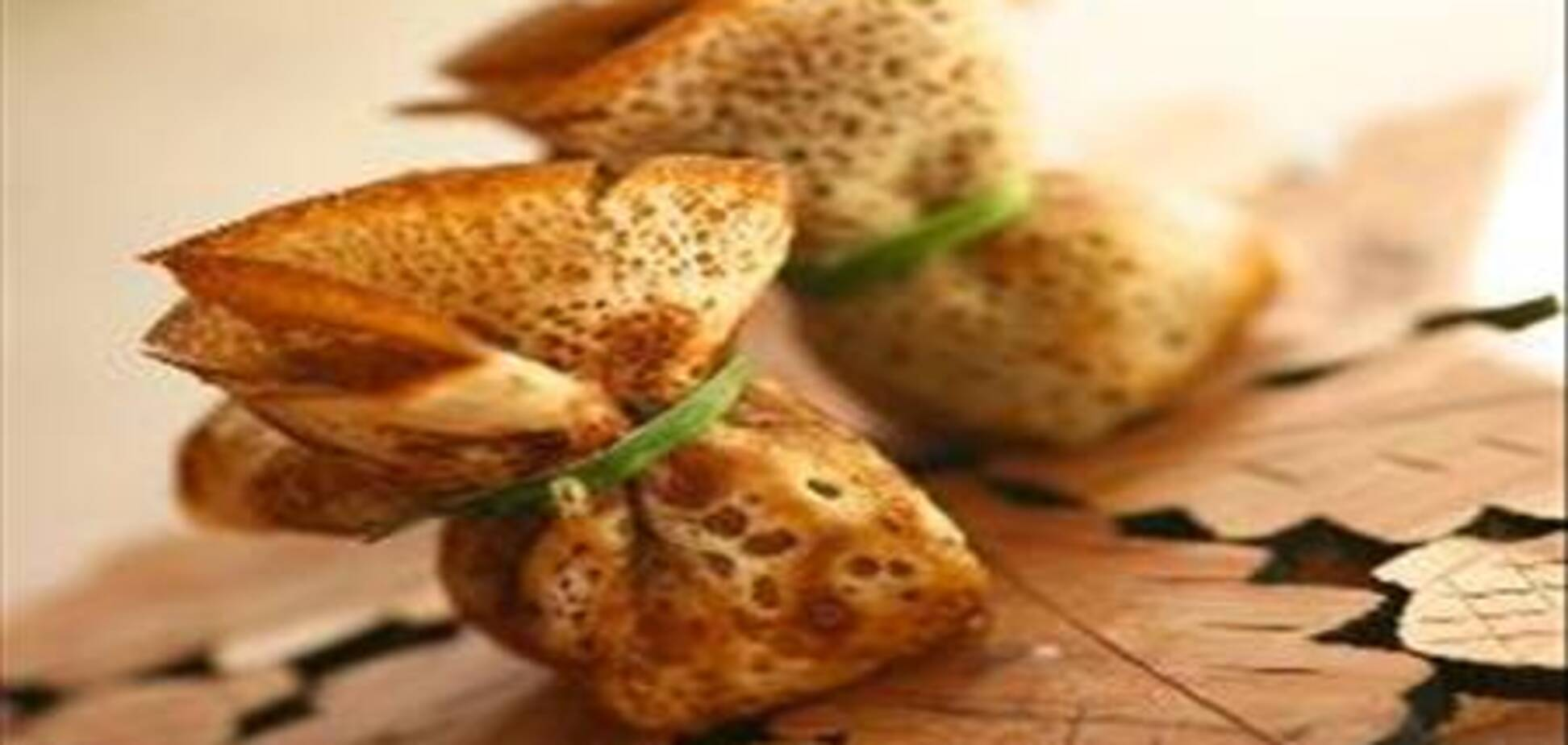 Блинные мешочки с сыром и ветчиной