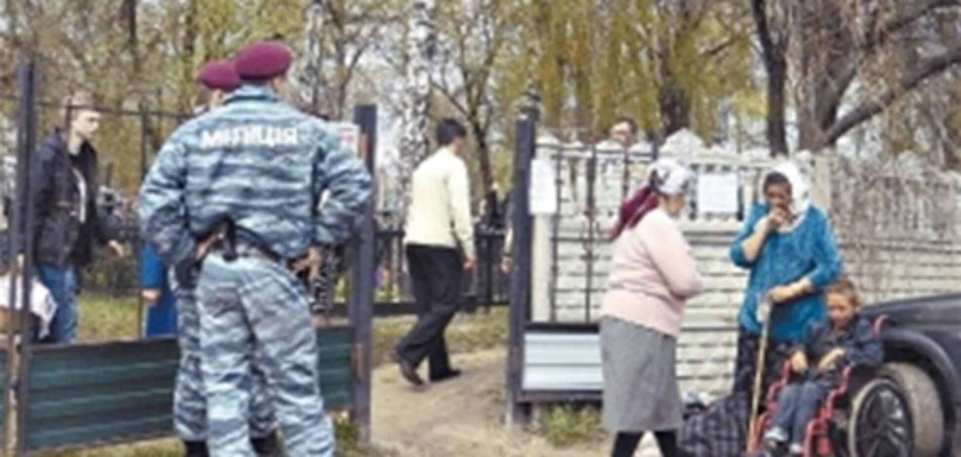 В селе под Киевом цыганам запретили вход на кладбище
