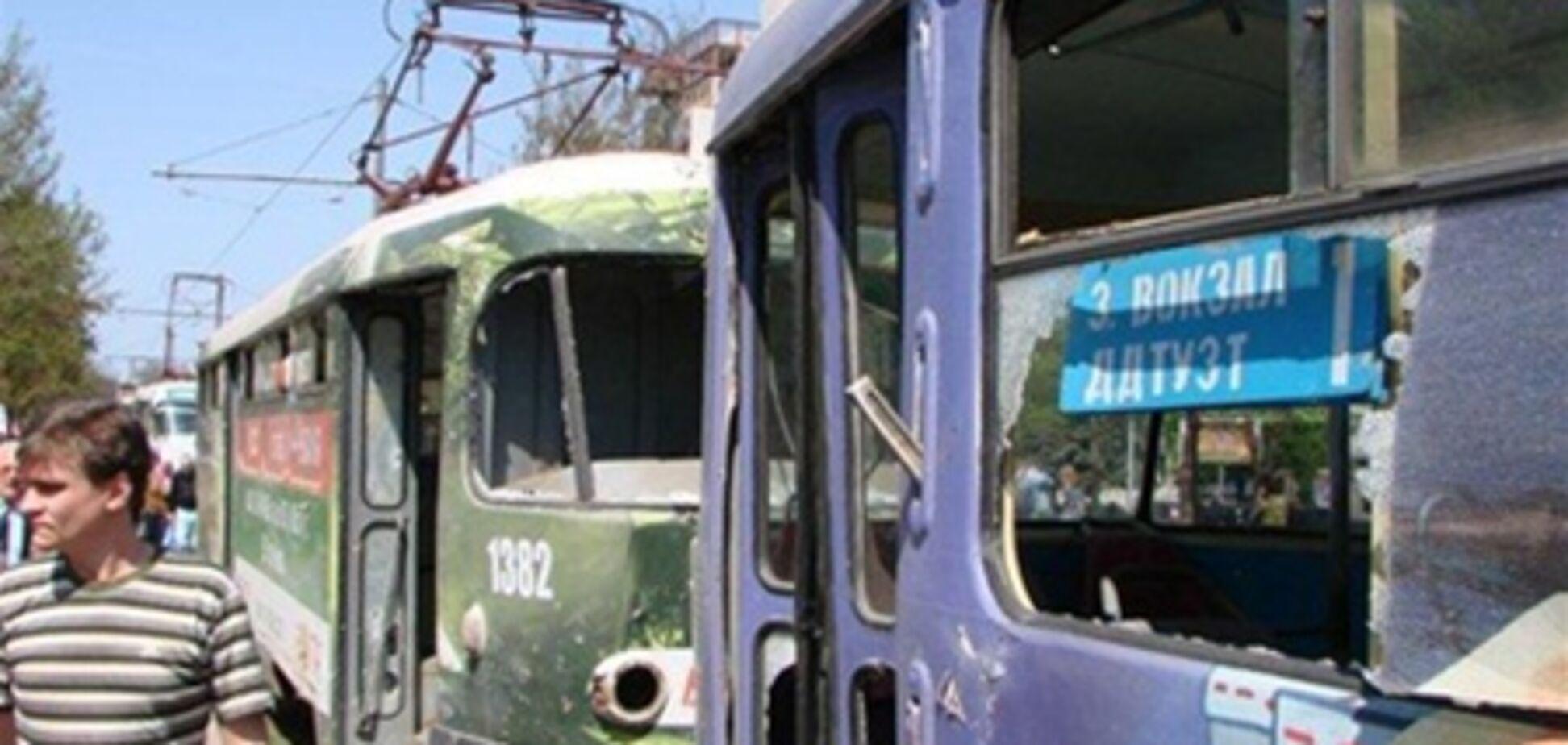 В Днепропетровске эвакуировали универмаг, а детей не выпускают из школ