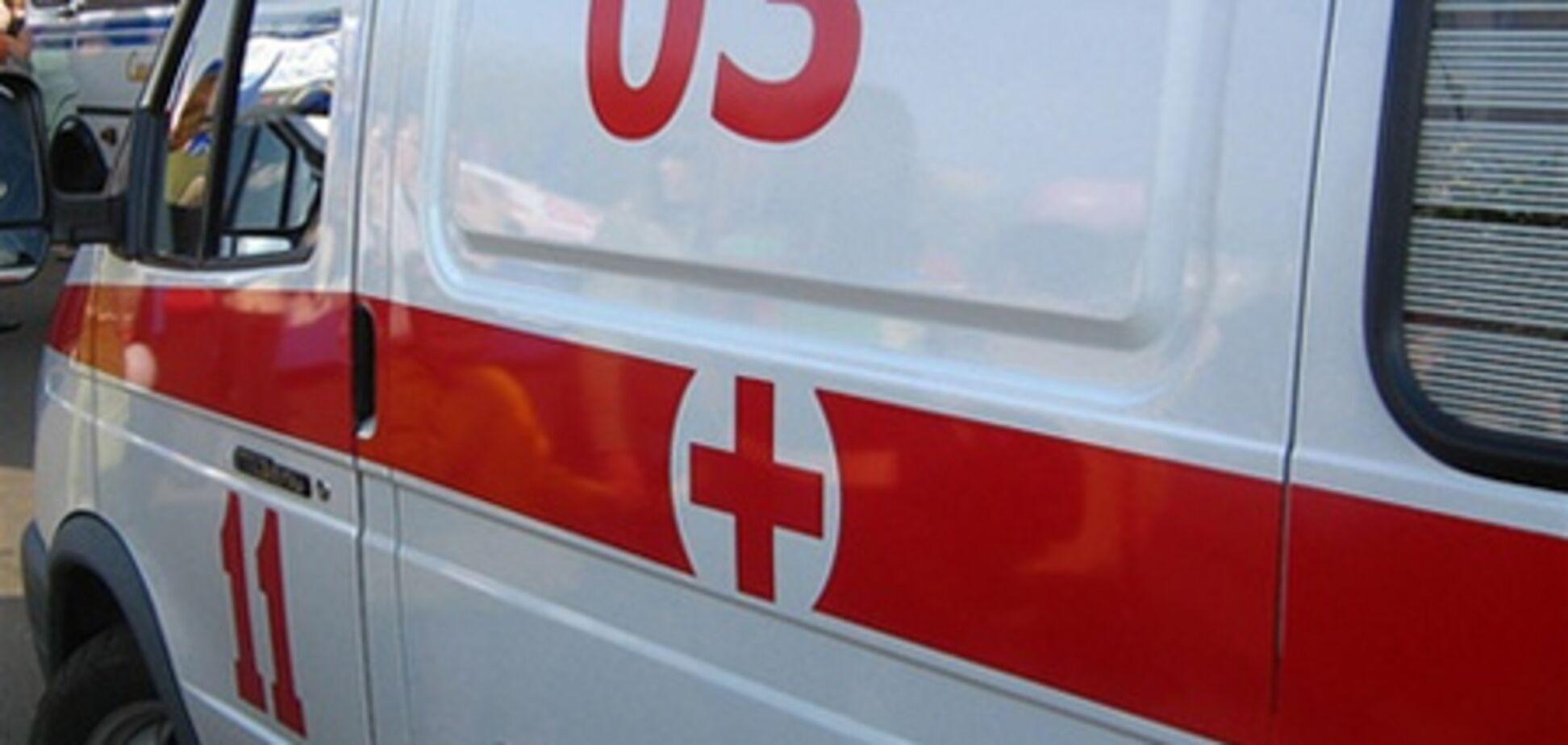 В Киеве мужчина попал под трамвай, последствия плачевны