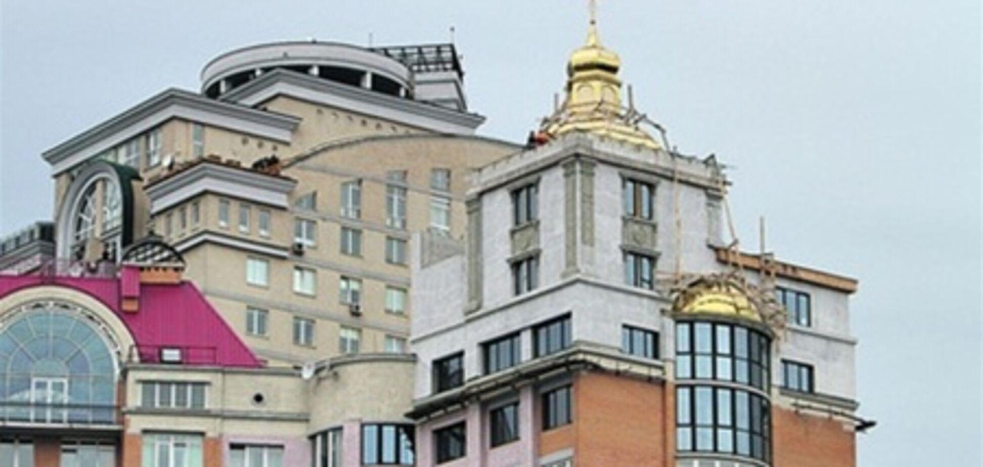 В Киеве на крыше многоэтажки построили церковь