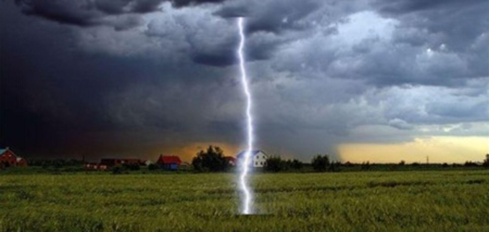У Рівненській області дівчина загинула від удару блискавкою, ще один підліток постраждав