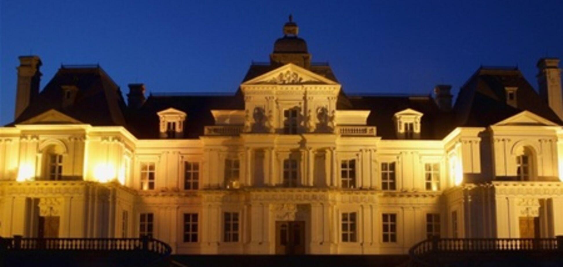 Китаєць побудував точну копію французького замку за $ 50 млн. Фото
