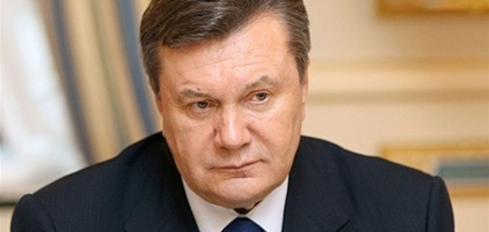 Янукович ветировал закон об админуслугах