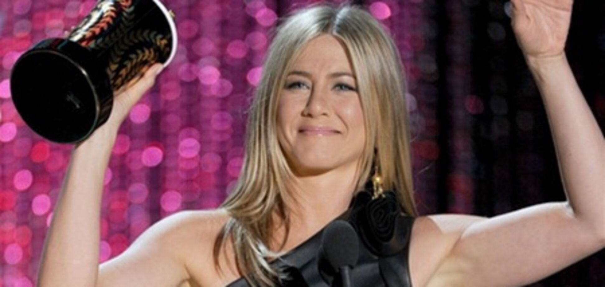 Дженнифер Энистон в тугом кожаном платье на MTV Movie Awards