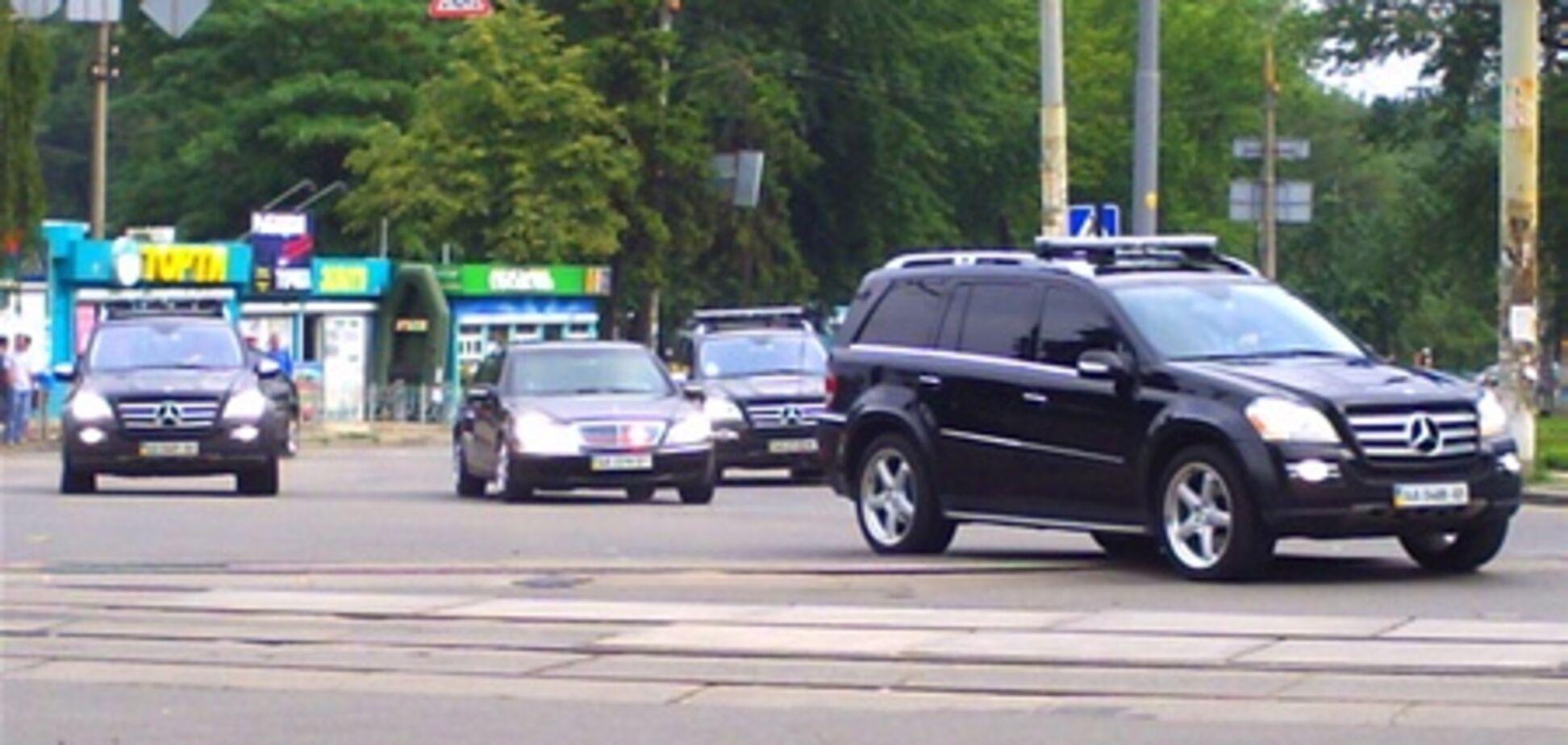 Водіїв Януковича вчать стріляти під час їзди