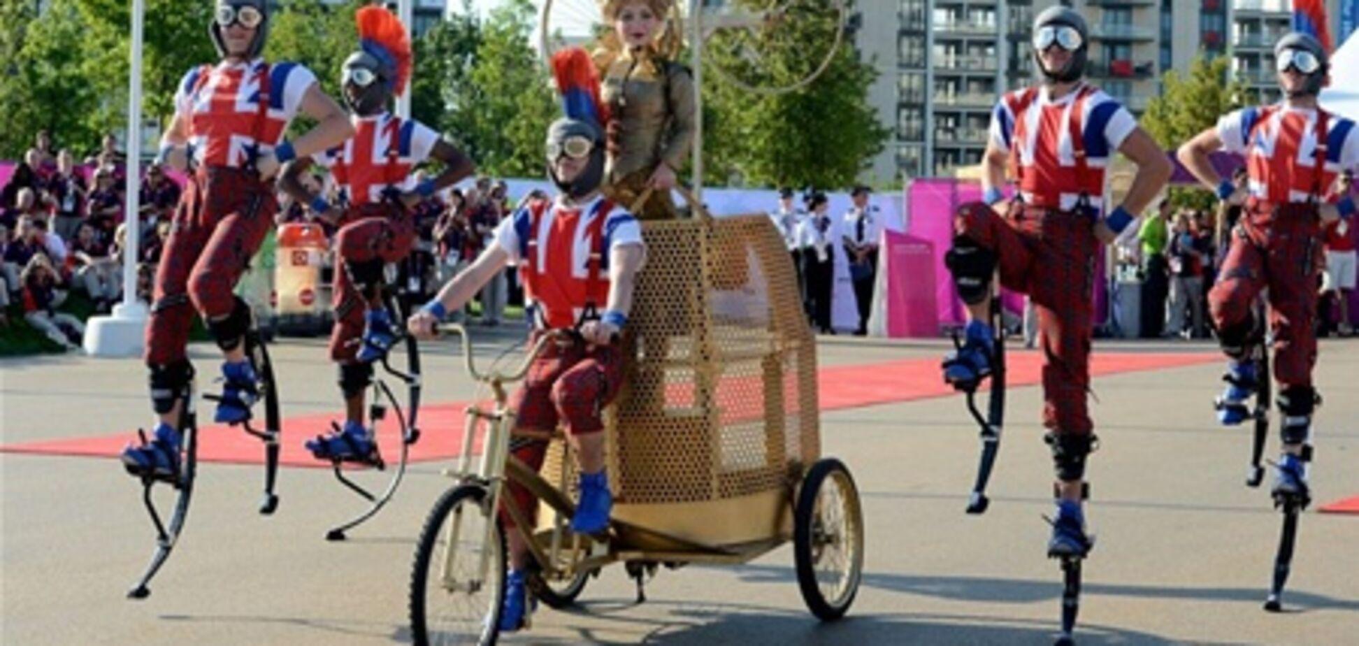 Олимпийскую деревню захватили клоуны и акробаты