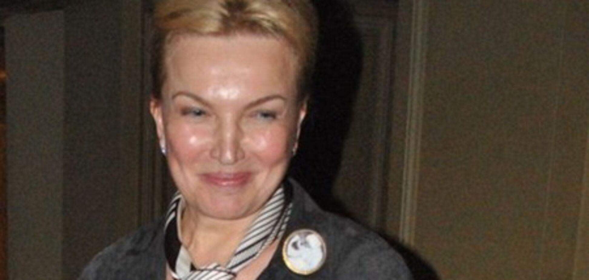 Министры поздравят Януковича на словах